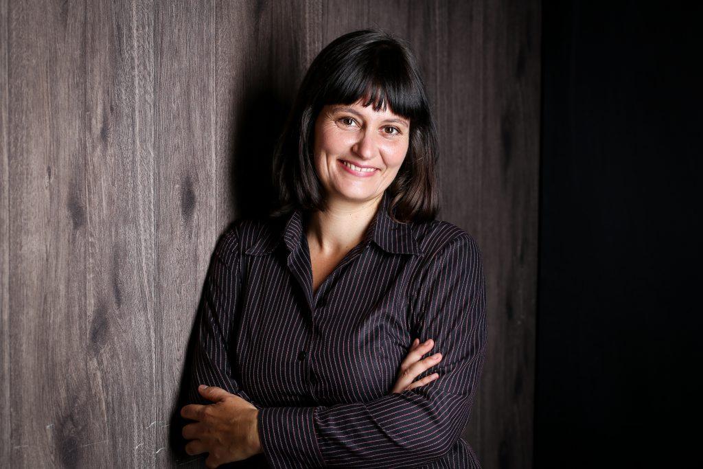 Kathrin Keller in ihrer Praxis für Hypnotherapie in Berlin